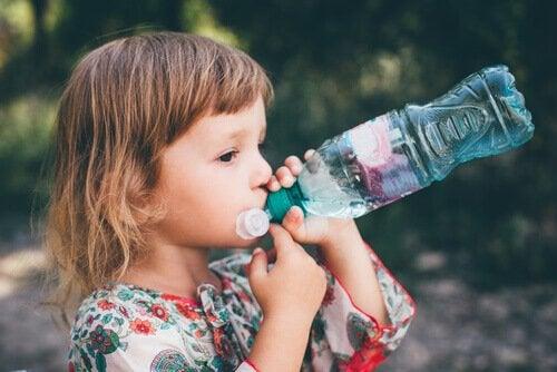 子どもの便秘 には水