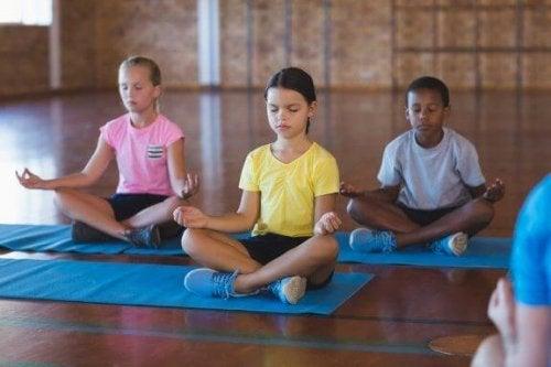 授業で瞑想をするメリットについて