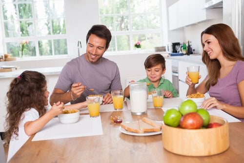 家族団らん 効果的な子育て法
