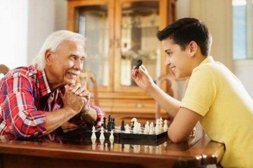 お年寄りを敬うよう子どもに教えることの大切さ
