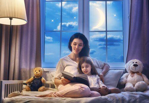 子どもに 本 を読むこと