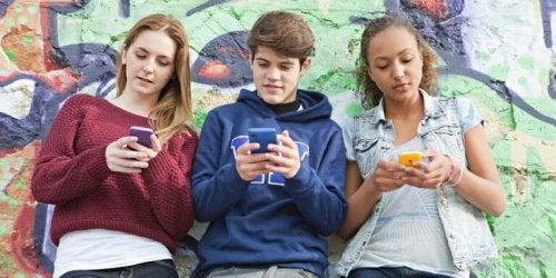 10代の子どもの携帯電話依存症について