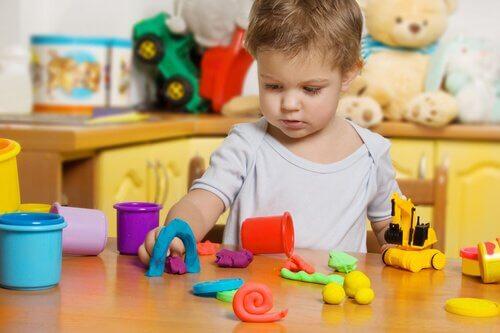 粘土遊びが子供に与える良い影響とは?