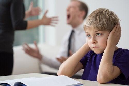親の喧嘩と子供 両親の別れ  子供   試練
