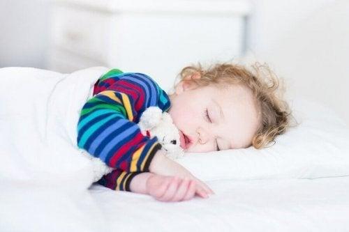 赤ちゃんや子供にとってのお昼寝の重要性