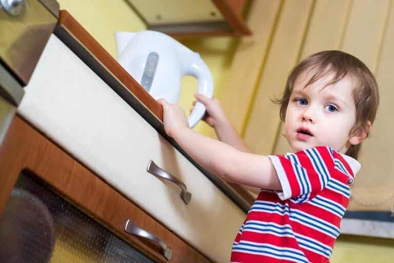 もし子供が熱湯で火傷をしたらどうしたら良い?