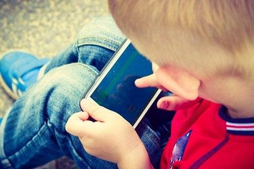 子供 携帯電話 何歳