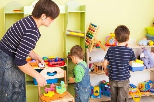 子どもに部屋の片付けを教える時の10のヒント