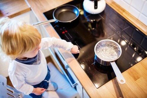 子供が熱湯で火傷したら何をしたら良い?