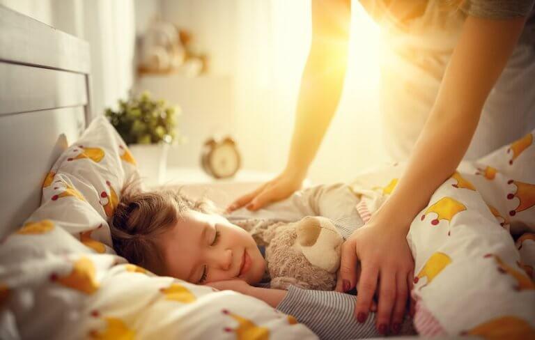 子供が簡単に起きられるように:どのようなサポートが必要?