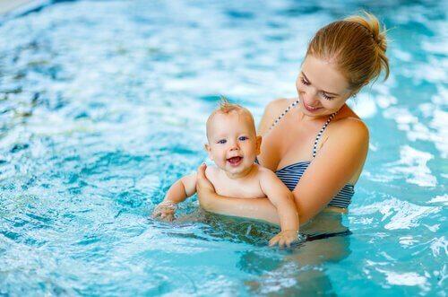 親子 水泳 ベビースイミング  赤ちゃん