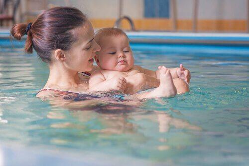 親子で水泳をするメリット