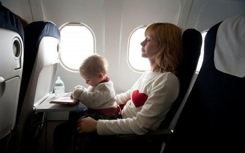 赤ちゃん-飛行機移動