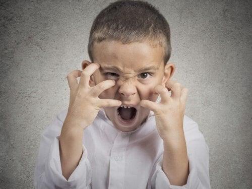 子どもの 攻撃心 の対処法 攻撃心 攻撃的な行動 子ども 対処法