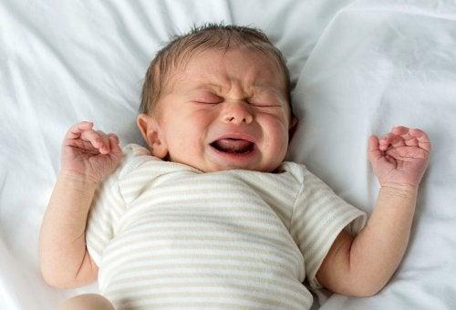 寝ている間 泣く 赤ちゃん