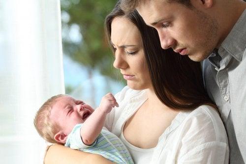 まずは親が落ち着いて 赤ちゃん  なぜ 泣き止まない