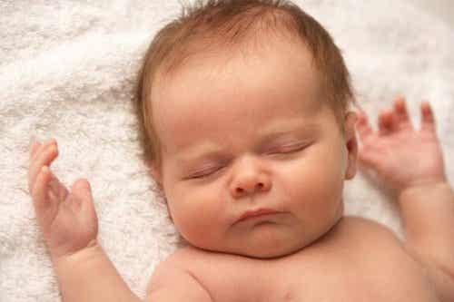 赤ちゃんが泣かないのどうして?その理由とアドバイス