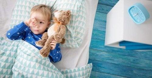 子どもが1人で寝るのを嫌がったらどうすればいいの?