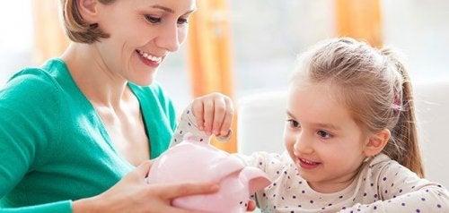貯金する子ども お金の価値  子ども