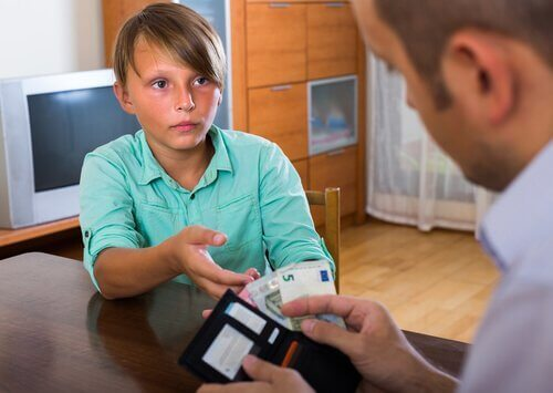 お金をもらう子ども お金の価値  子ども