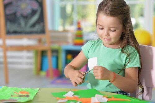 3歳から5歳の子ども  工作