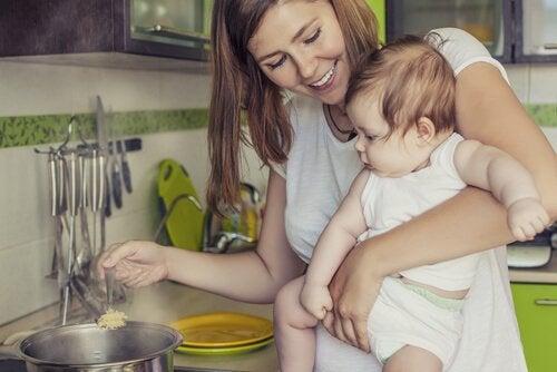 授乳中の女性は何を食べれば良いの?