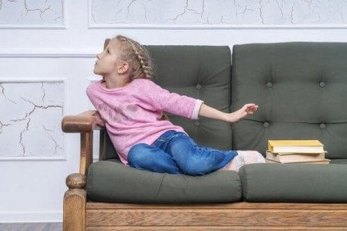 子どもが言い訳をして学校に行きたがらない時はどうすれば?