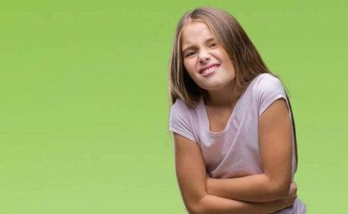 腹痛を訴える子ども 子ども 機能性腹痛