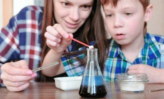 子供と一緒に挑戦してほしい、4つの水を使った実験