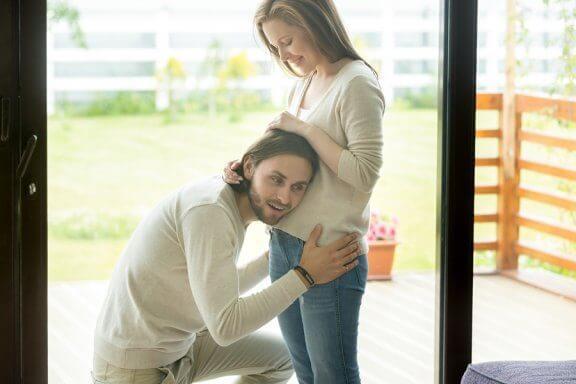 妊娠中から赤ちゃんに話しかける重要性 : 胎児への効果について
