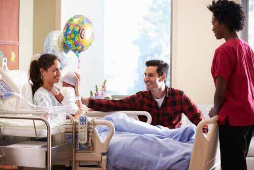 新生児に会いに病院へ行く時の8つのアドバイス