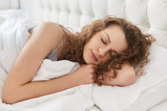 睡眠 疲れ   授乳期間中   改善