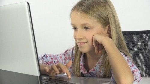 オンライン・グルーミングとその防止方法について