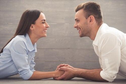 2人の間のコミュニケーション カップル コミットメント 重要性