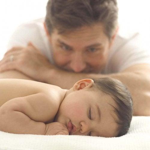 初めて親になる 睡眠不足