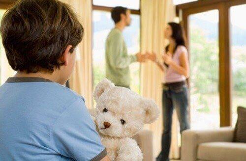 喧嘩する両親 パートナー  合意   子育て