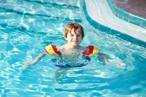 泳ぐことは一生もののスキル 子ども   泳げる   重要性