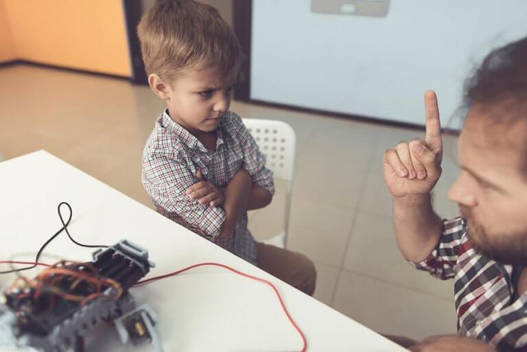 子どもが親を無視したり無礼な態度をとるのはなんで?