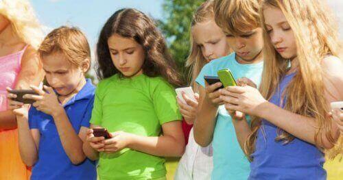子どもとスマホ 子ども テクノロジー疾患