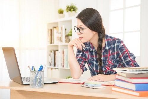 母親が 学生 になって勉強する決心