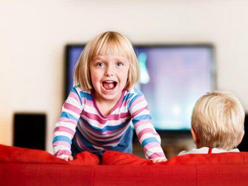 落ち着きがない子ども 落ち着きのない子ども ADHD 多動性障害
