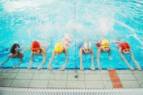 子どもが泳げるようになることの重要性:親へのアドバイス