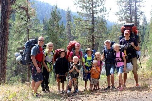 家族で散歩すること 家族  ハイキング  ウォーキング  メリット