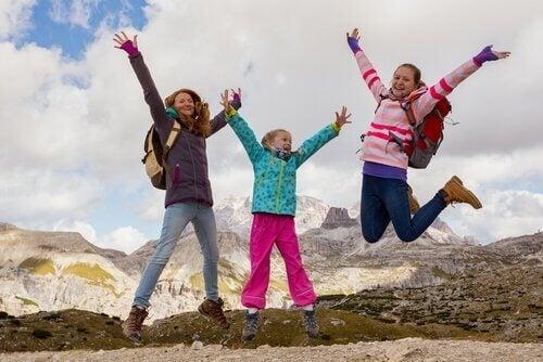 家族で散歩するメリット 家族  ハイキング  ウォーキング  メリット