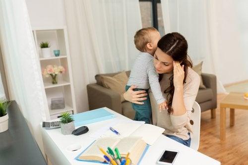 子育てをしながらの勉強 遠隔教育   eラーニング  メリット   デメリット
