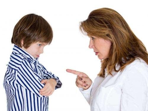 子どもを叱る親 口うるさい親にならない  コツ