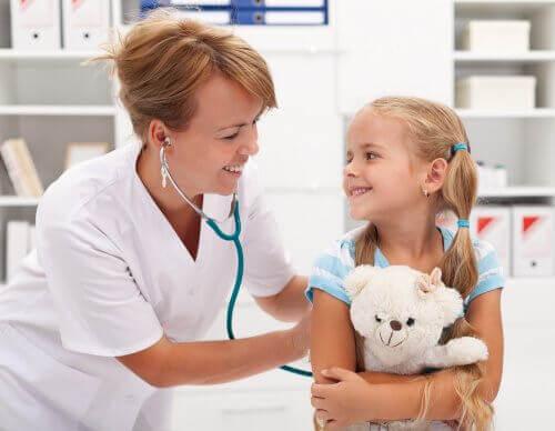 子どもと医者 子ども   恐れているもの
