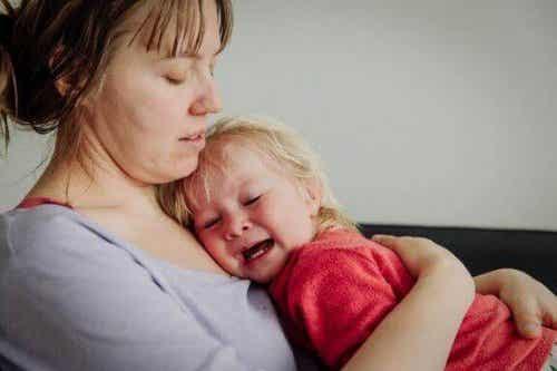 赤ちゃんを泣かせておくのは良い事なのか悪い事なのか?