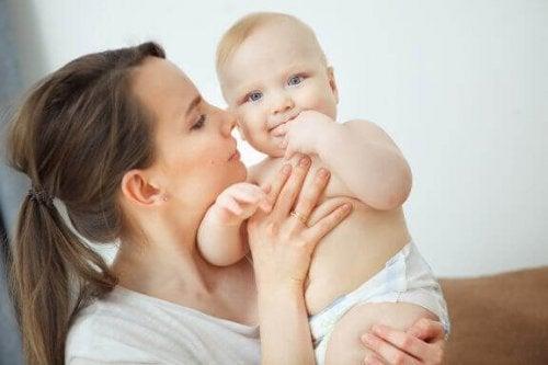 新生児の匂いってどんな匂い?:お母さんを夢中にさせる甘い香り