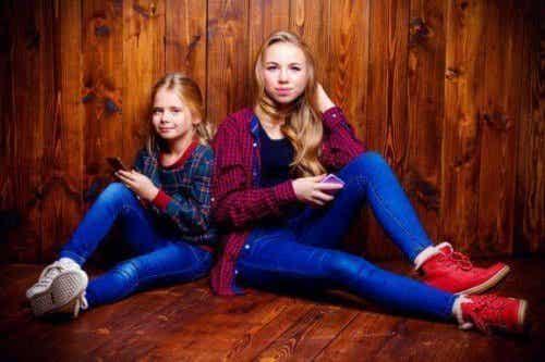 難しい思春期:兄弟や姉妹の仲に影響を与えるもの
